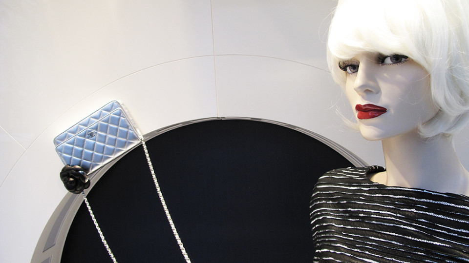 best-window-displays_chanel_2013_winter_03