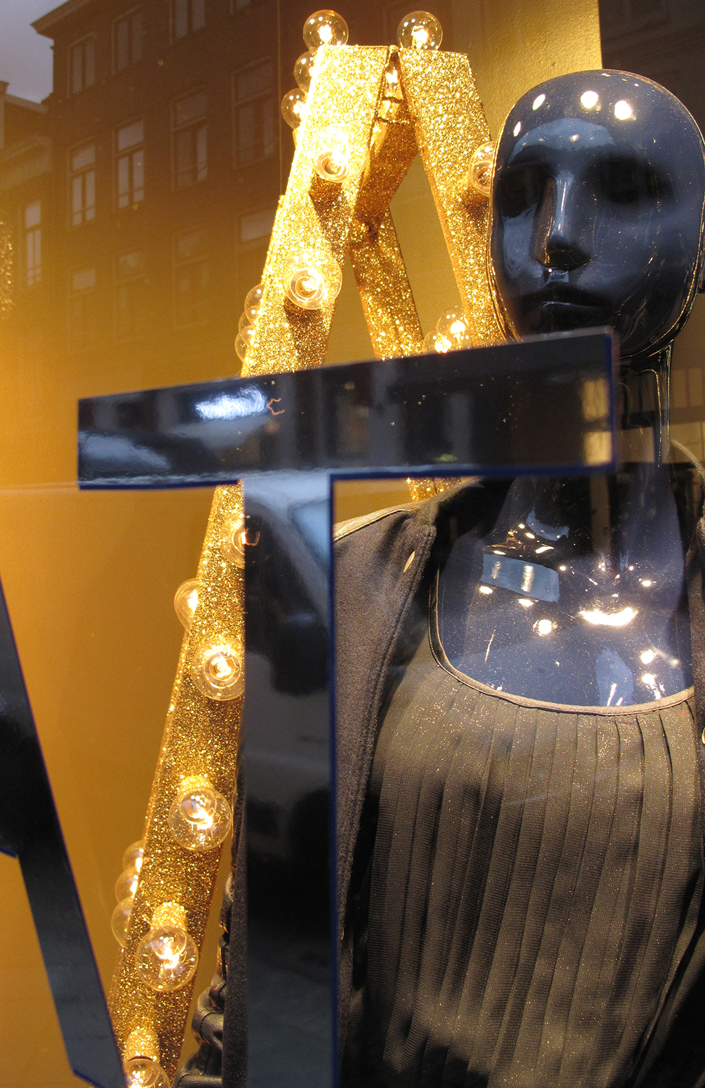 Hilfiger Denim Quot Gold Amp Black Quot Holiday Window Display