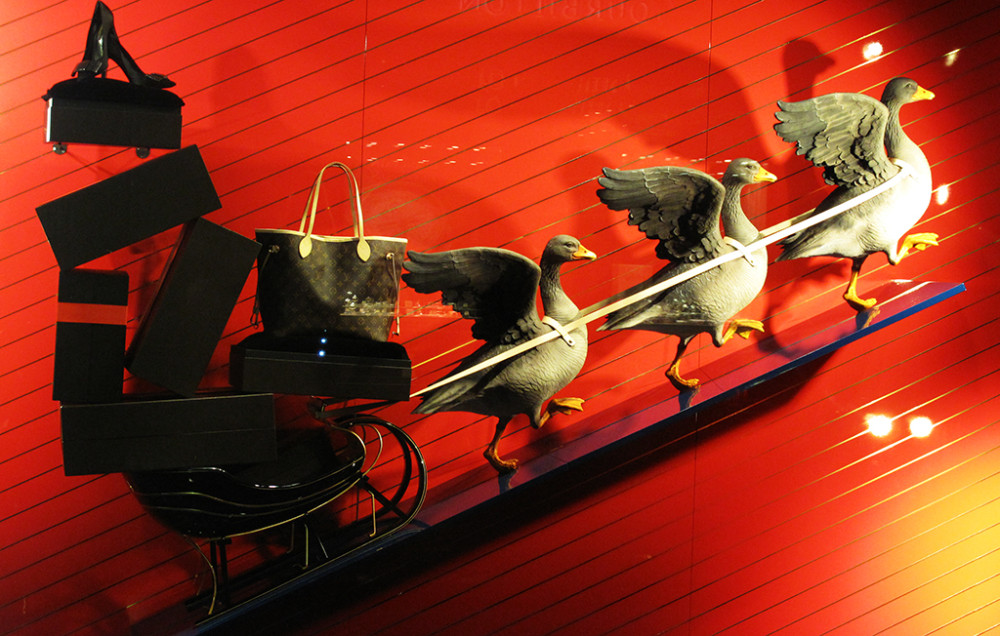 best-window-displays_louis-vuitton_2013_christmas_01