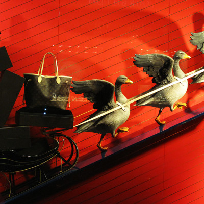 "Louis Vuitton ""The Goose Game"" Festive Holiday Window Displays"