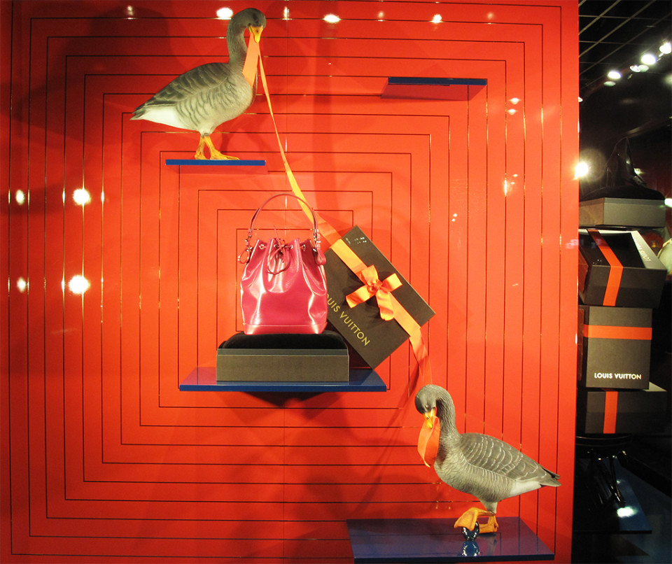 best-window-displays_louis-vuitton_2013_christmas_08