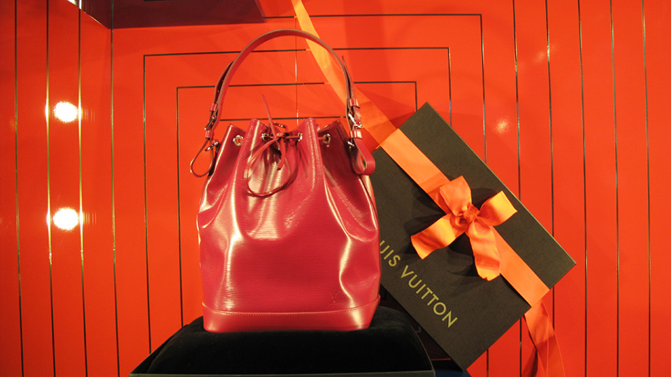 best-window-displays_louis-vuitton_2013_christmas_10