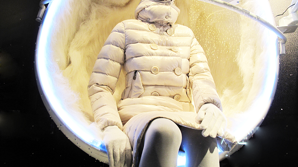 best-window-displays_moncler_2013_winter_05