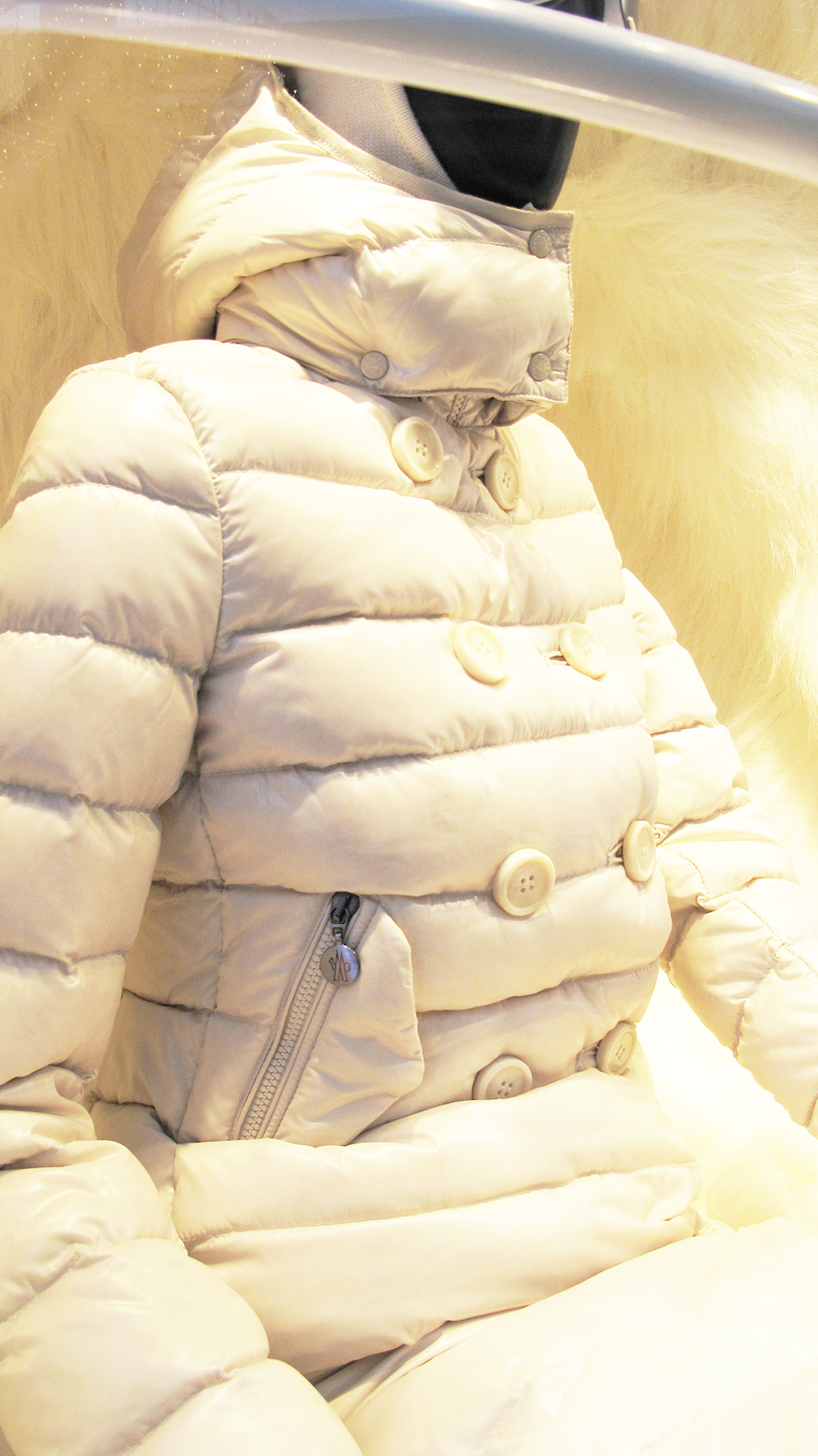 best-window-displays_moncler_2013_winter_08