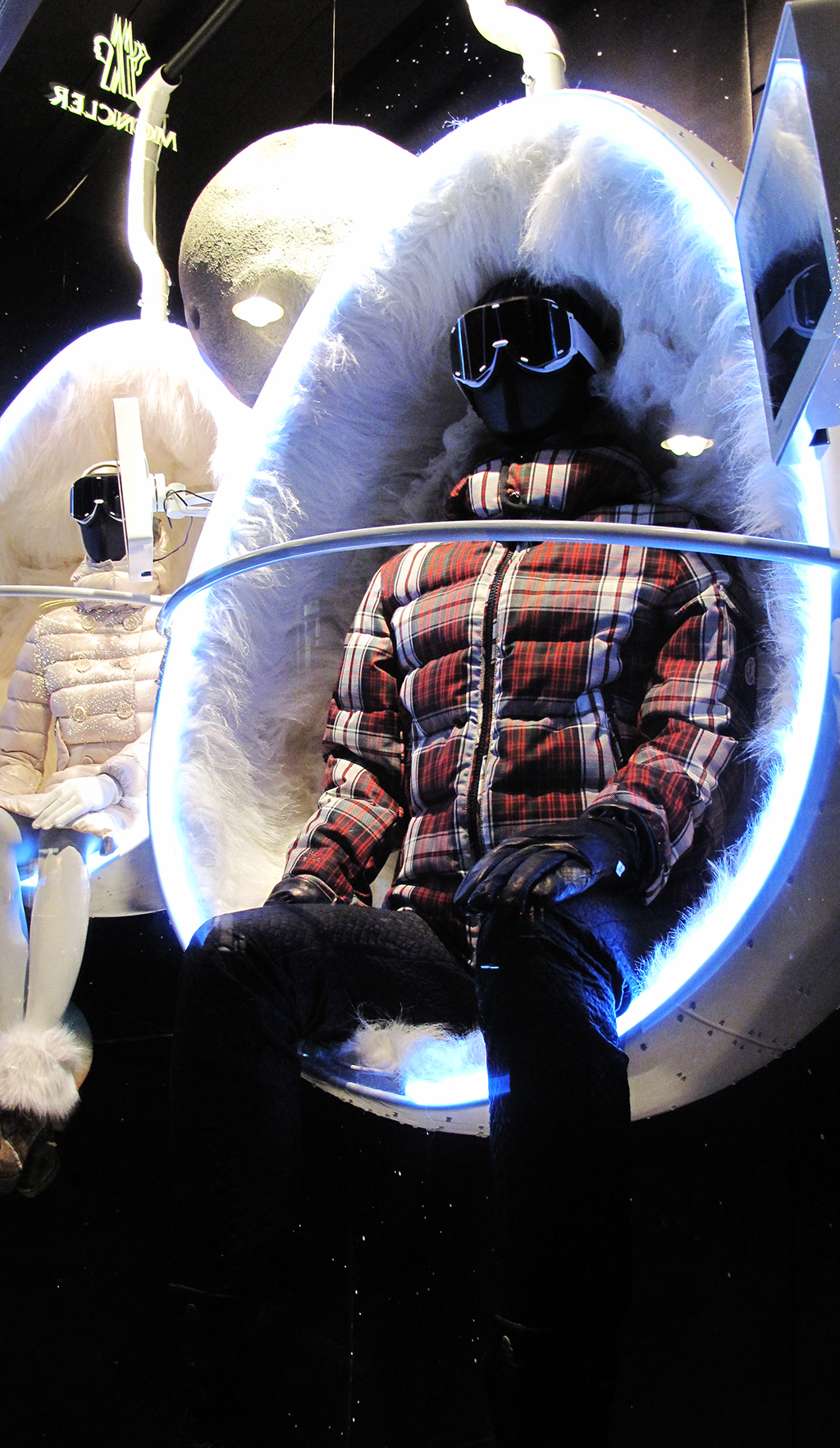 best-window-displays_moncler_2013_winter_10