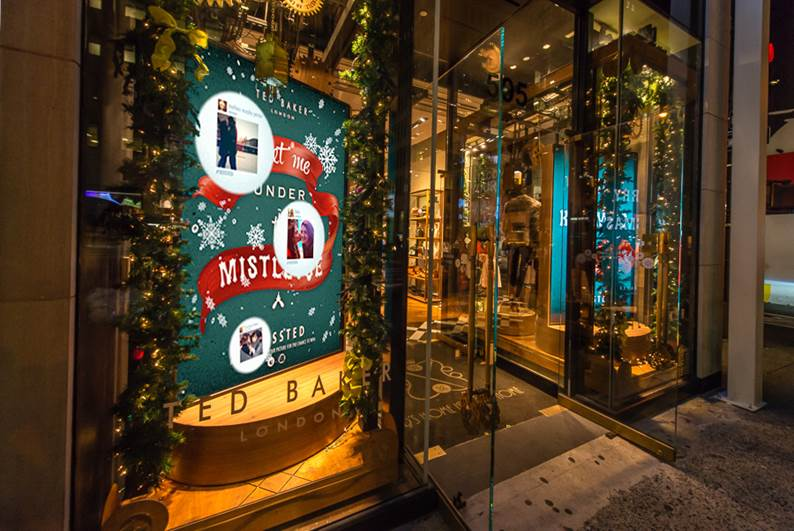 best-window-displays_ted-baker_2013_christmas_merry-kissmas_02