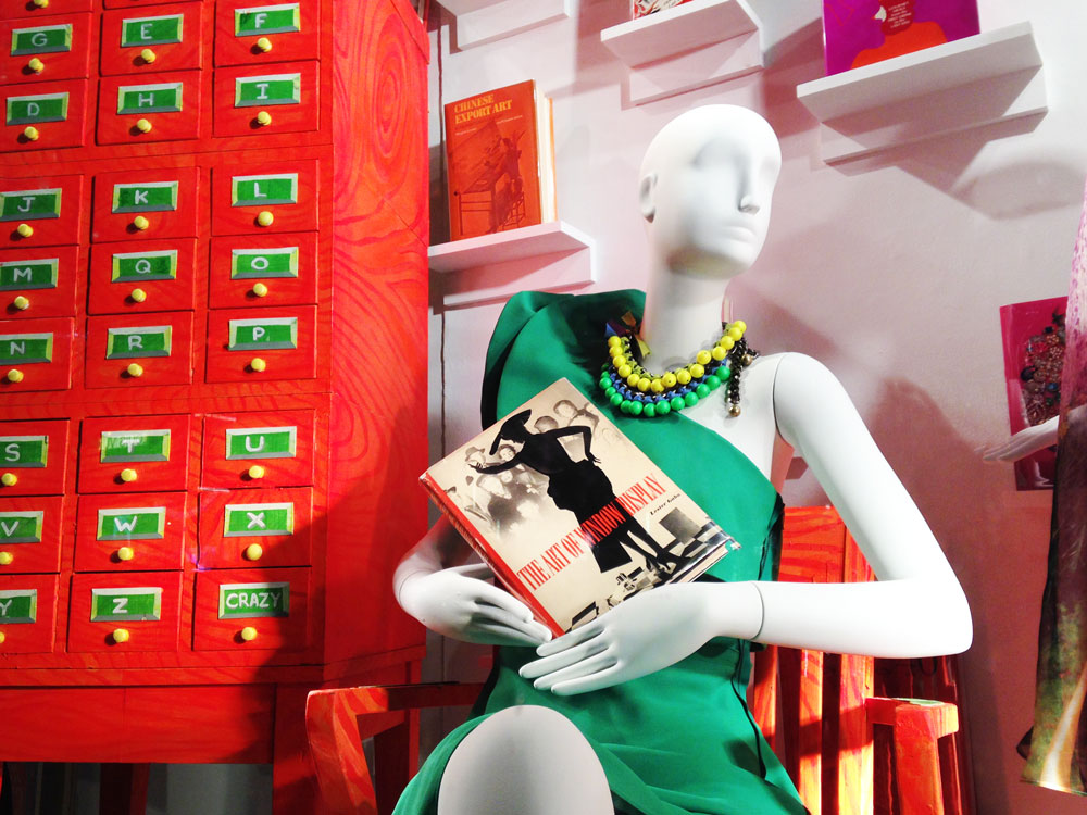 best-window-displays_bergdorf-goodman_2014_spring_the-cary-collection_01