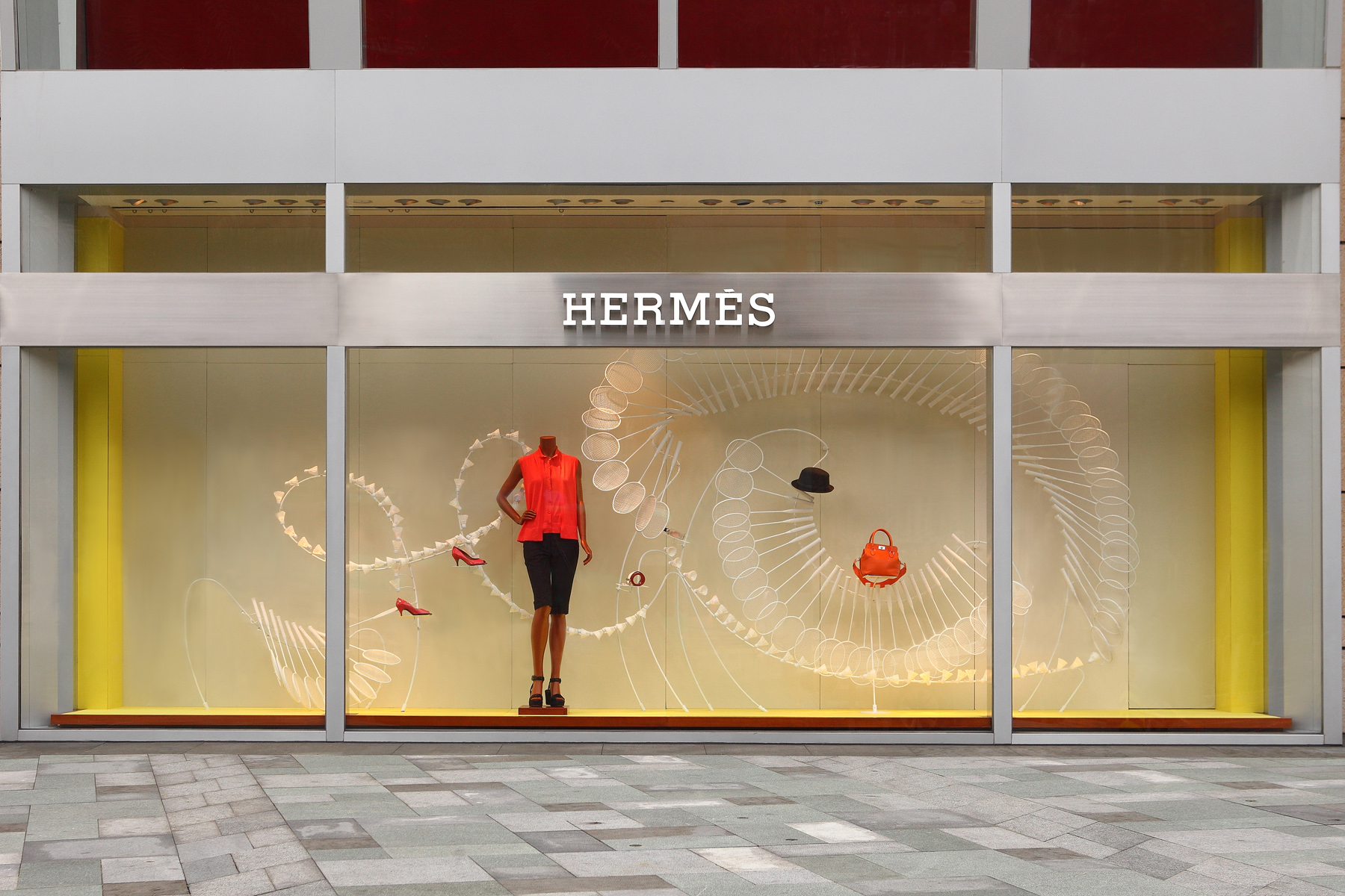 Herm s a sporting life window display by design systems for Show window designs