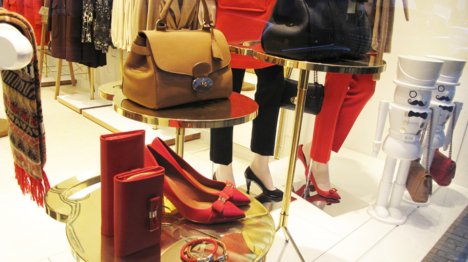 best-window-displays_mulberry_2013_winter_guards_10