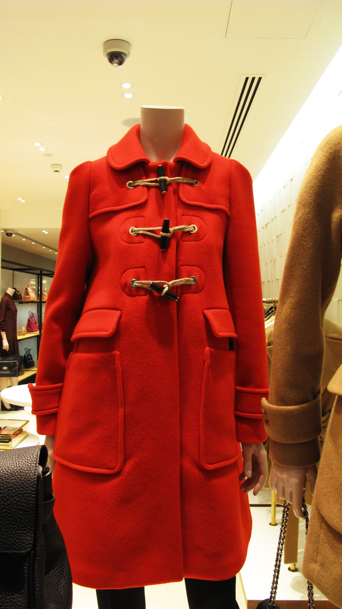 best-window-displays_mulberry_2013_winter_guards_13