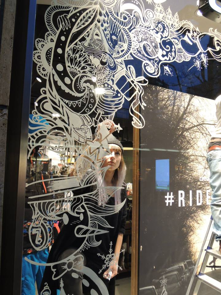 best-window-displays_oneill_2013_christmas_live-art_chaotic-bastards_13