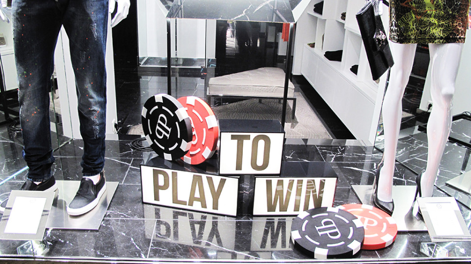 best-window-displays_philipp-plein_2013_winter_play-to-win_02