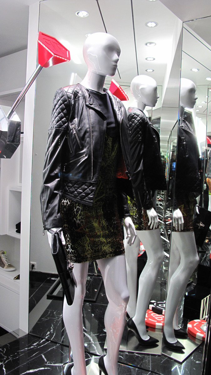best-window-displays_philipp-plein_2013_winter_play-to-win_06