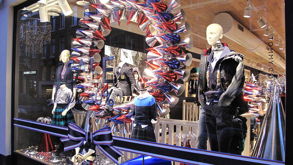 best-window-displays_tommy-hilfiger_2013_christmas_02