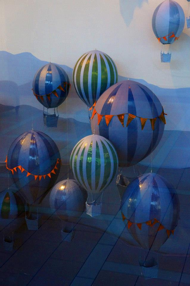 best-window-displays_anthropologie_2014_spring_hot-air-balloons_07