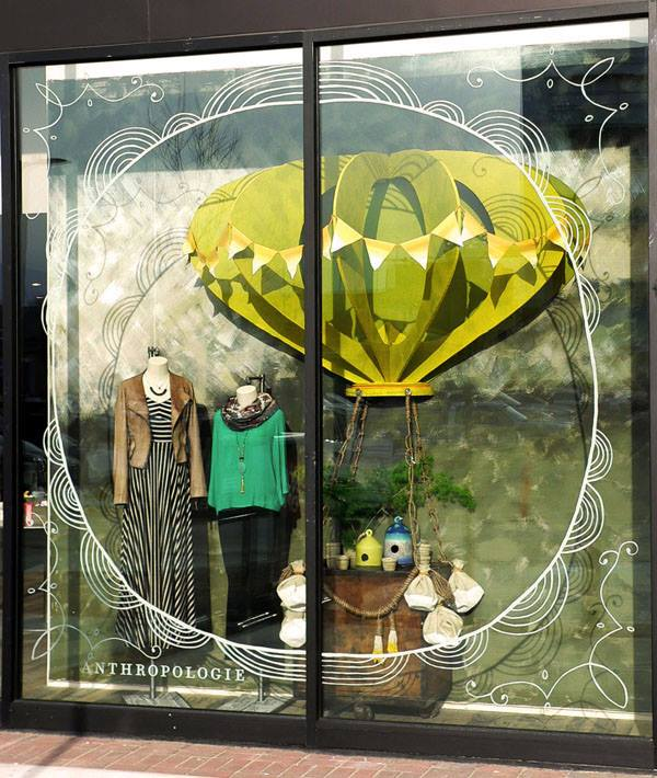 best-window-displays_anthropologie_2014_spring_hot-air-balloons_08