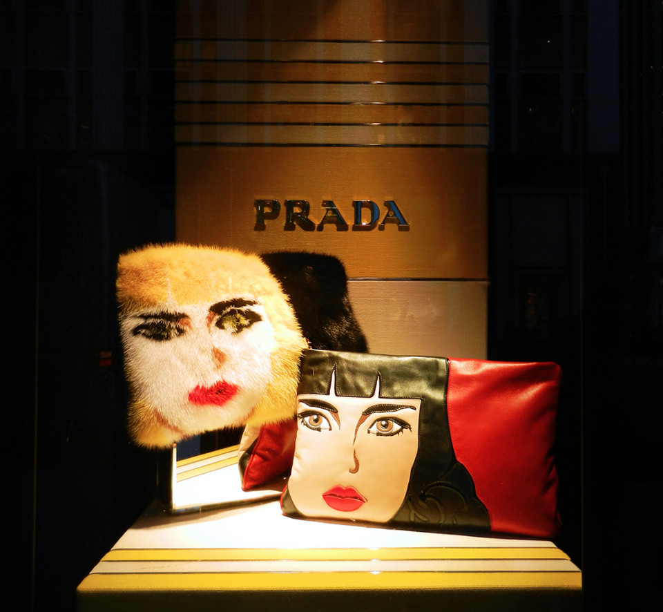 best-window-displays_bergdorf-goodman_2014_spring_prada_01