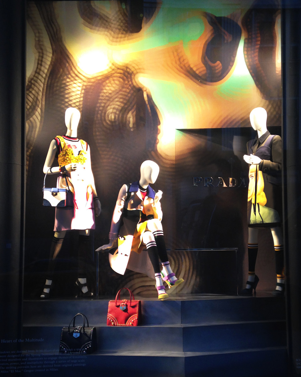 best-window-displays_bergdorf-goodman_2014_spring_prada_03