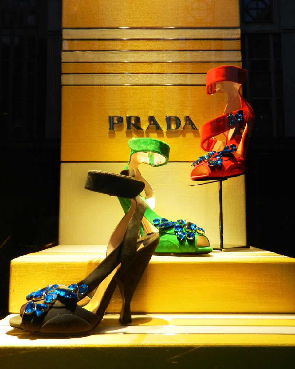 best-window-displays_bergdorf-goodman_2014_spring_prada_04