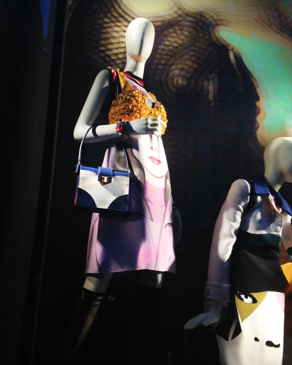 best-window-displays_bergdorf-goodman_2014_spring_prada_07