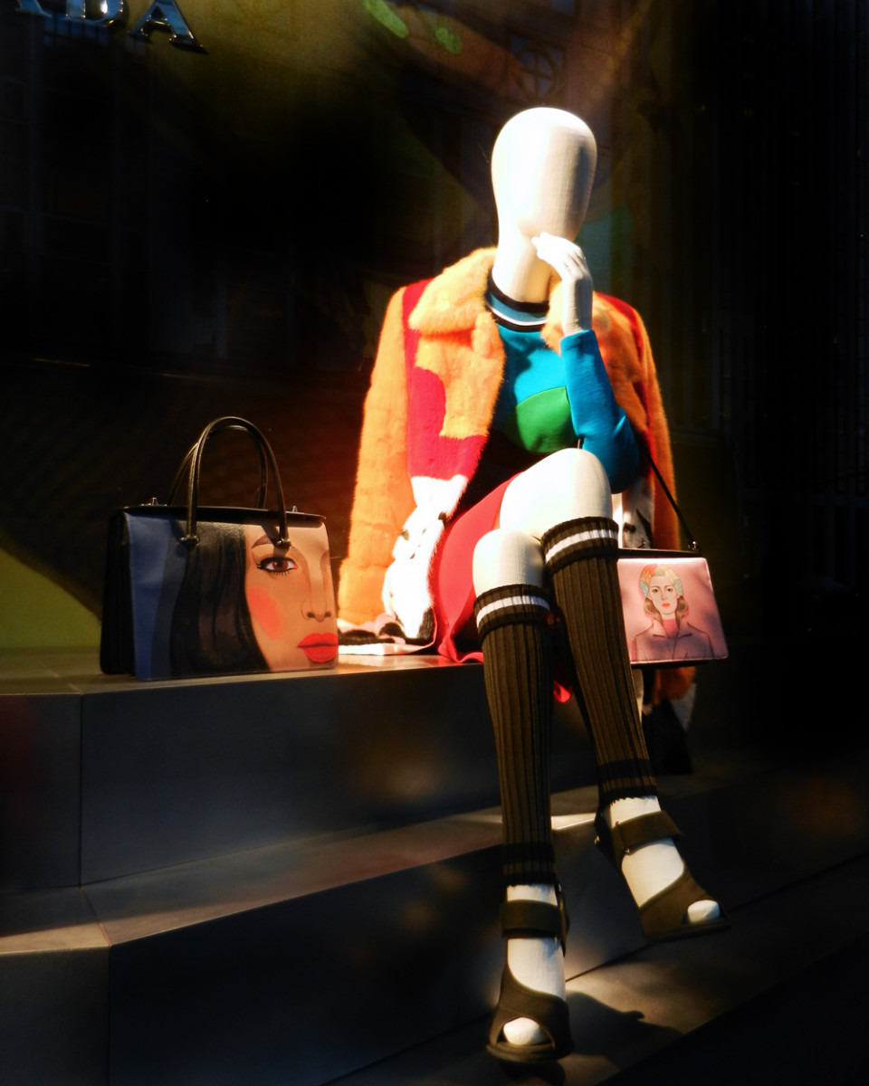 best-window-displays_bergdorf-goodman_2014_spring_prada_08