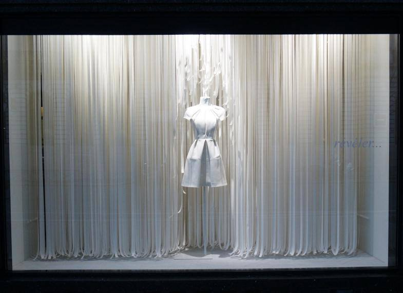 best-window-displays_galeries-lafayette_2014_spring_inspirez-respirez_09