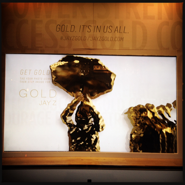 best-window-displays_jay-z_2013_gold-interactive-window-display_06
