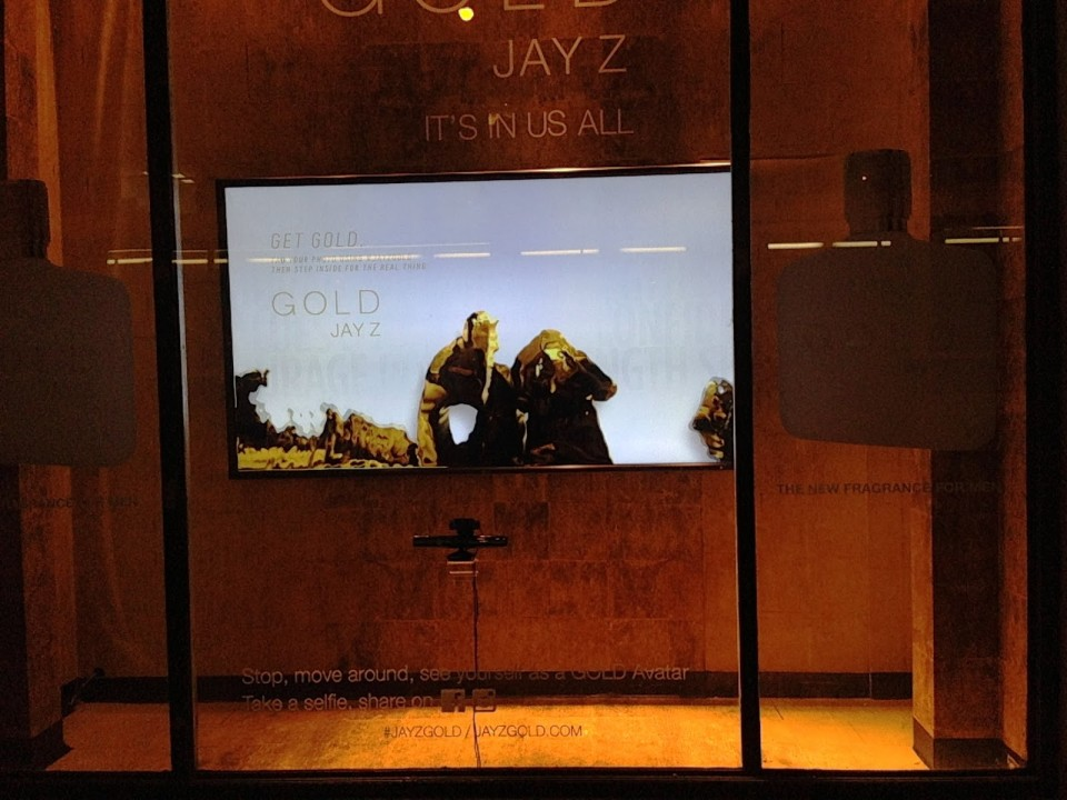 best-window-displays_jay-z_2013_gold-interactive-window-display_08