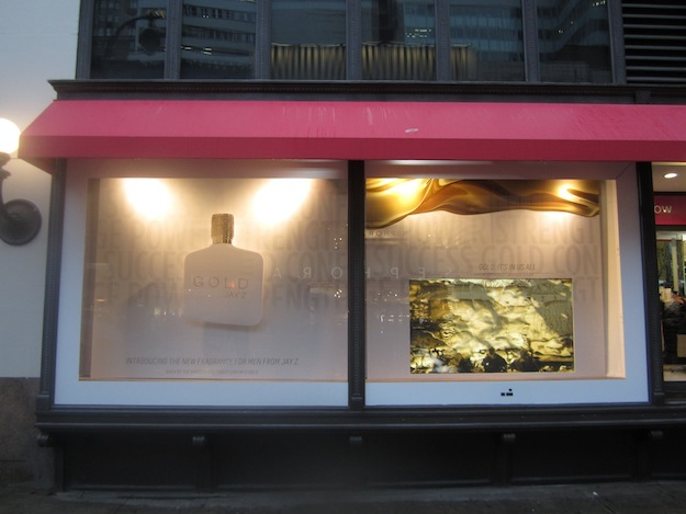 best-window-displays_jay-z_2013_gold-interactive-window-display_09