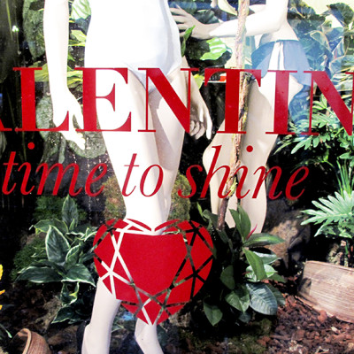 "VALENTINE ""time to shine"" Window Display at Marlies Dekkers"