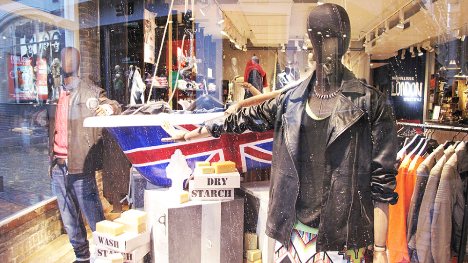 best-window-displays_pepe-jeans_2014_spring_london-bathtub_02