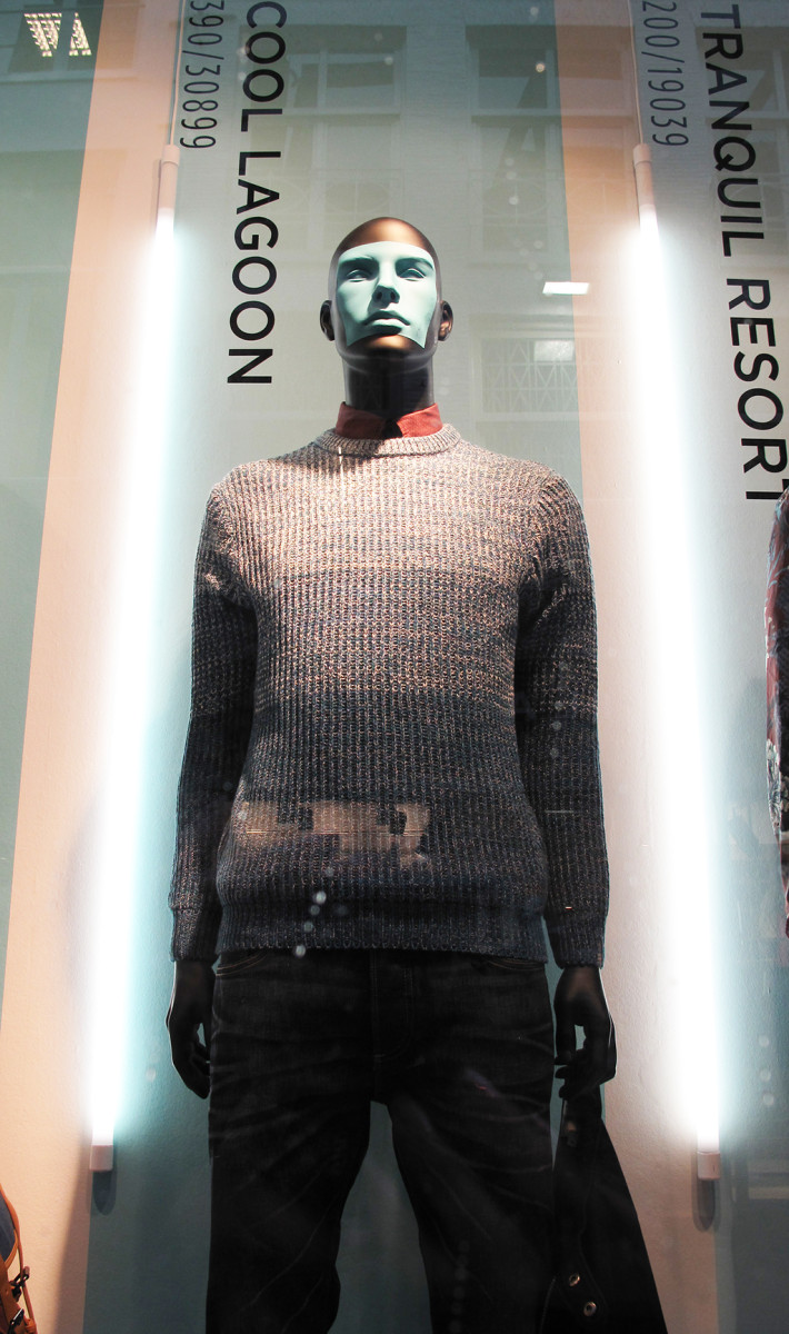 best-window-displays_river-island_2014_spring_pantone_20