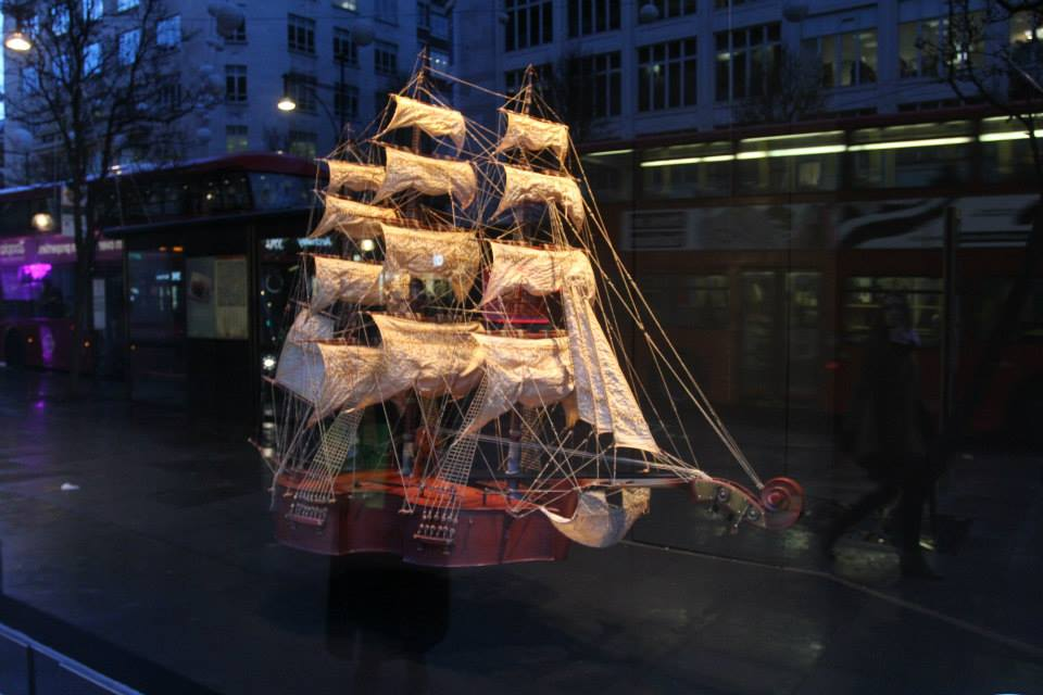 best-window-displays_selfridges_2014_festival-of-imagination_05