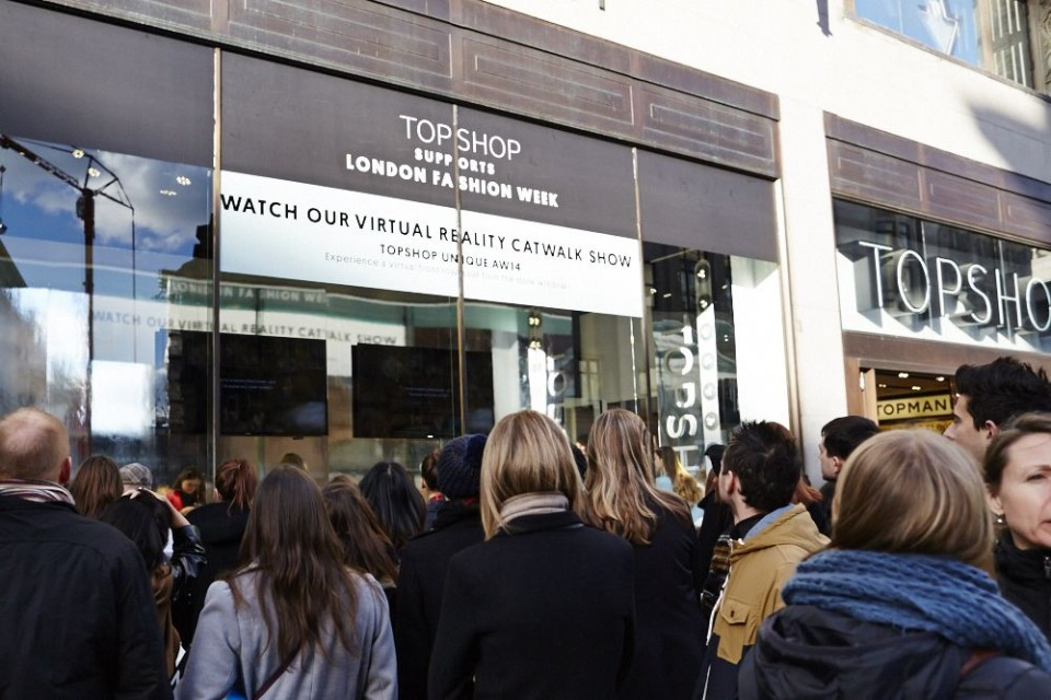 best-window-displays_topshop_2014_london-fashion-week_virtual-reality_01