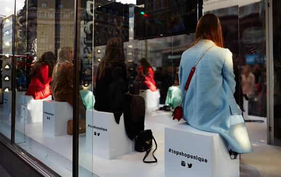 best-window-displays_topshop_2014_london-fashion-week_virtual-reality_03