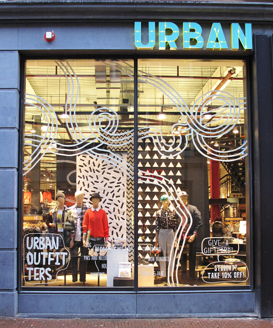 best-window-displays_urban-outfitters_2014_spring_03
