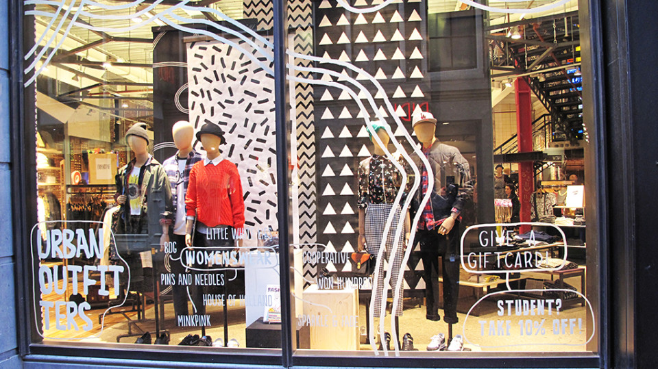 best-window-displays_urban-outfitters_2014_spring_04