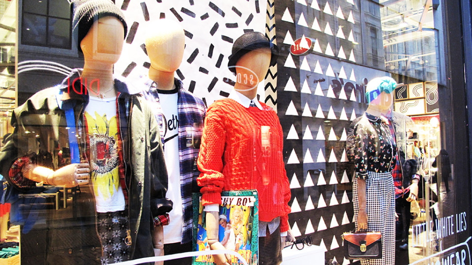 best-window-displays_urban-outfitters_2014_spring_05