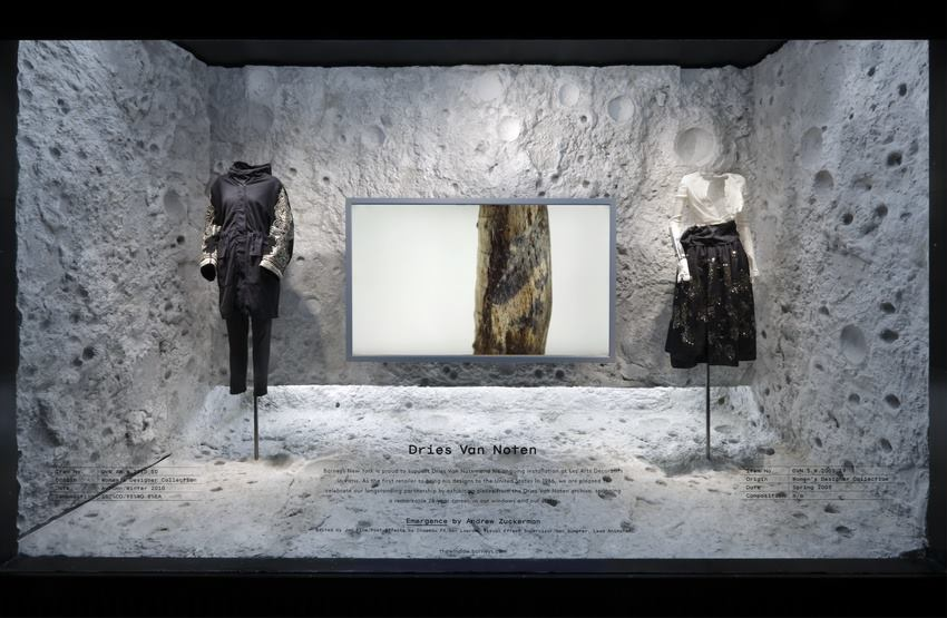 best-window-displays_barneys_2014_spring_dries-van-noten-inspirations_10