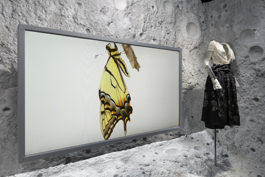 best-window-displays_barneys_2014_spring_dries-van-noten-inspirations_11