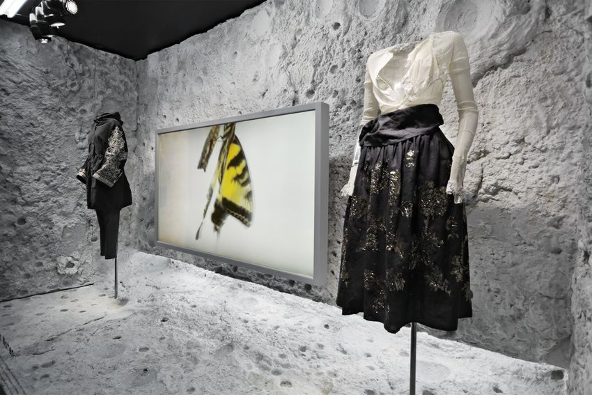 best-window-displays_barneys_2014_spring_dries-van-noten-inspirations_12