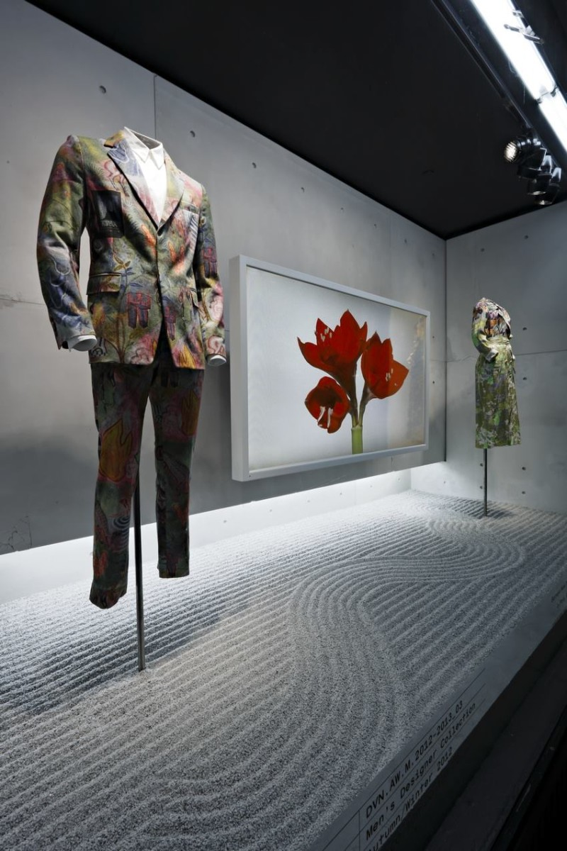 best-window-displays_barneys_2014_spring_dries-van-noten-inspirations_17