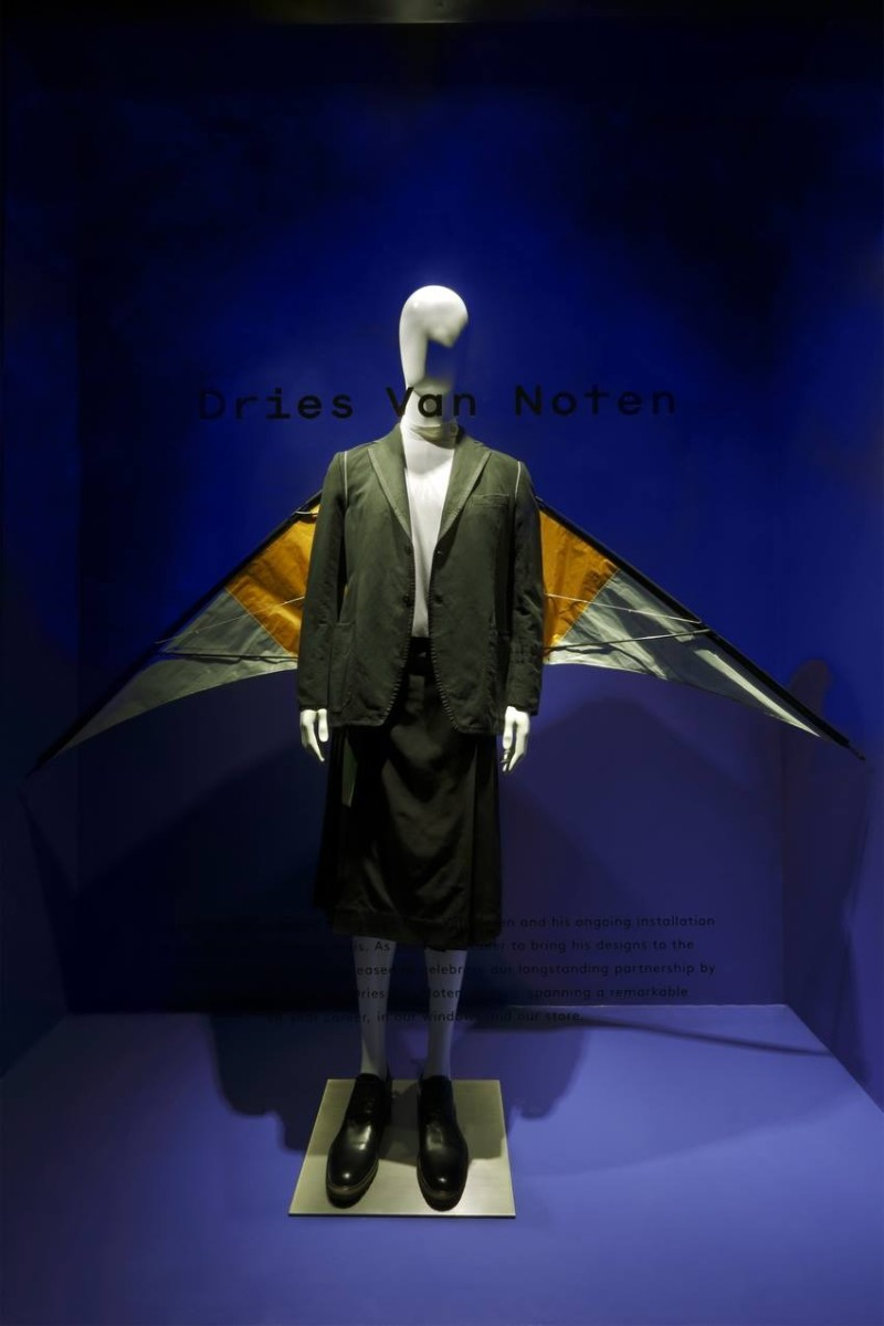 best-window-displays_barneys_2014_spring_dries-van-noten-inspirations_20