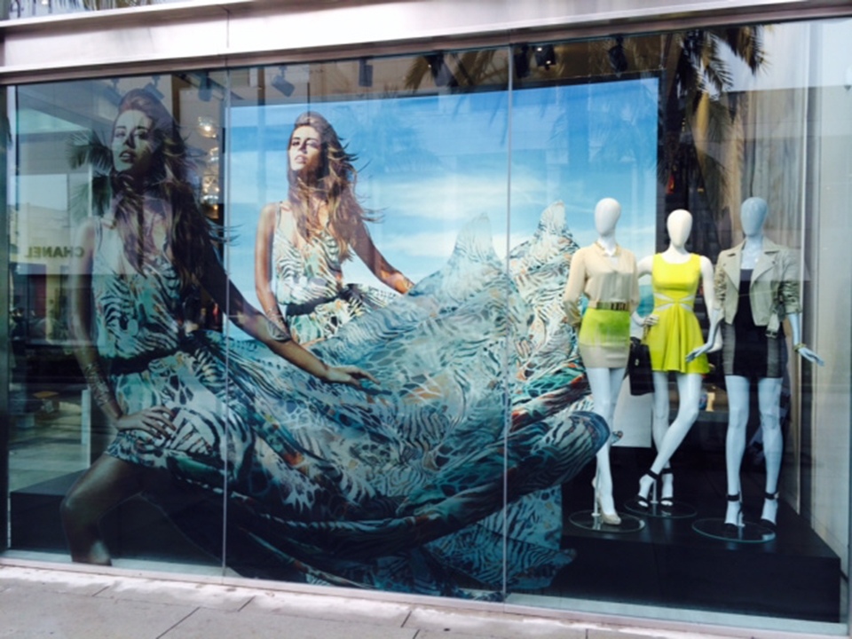 best-window-displays_guess-by-marciano_2014_spring_02