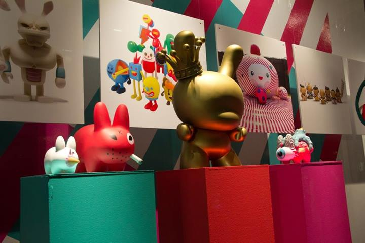 best-window-displays_holt-renfrew_2014_this-is-not-a-toy_04