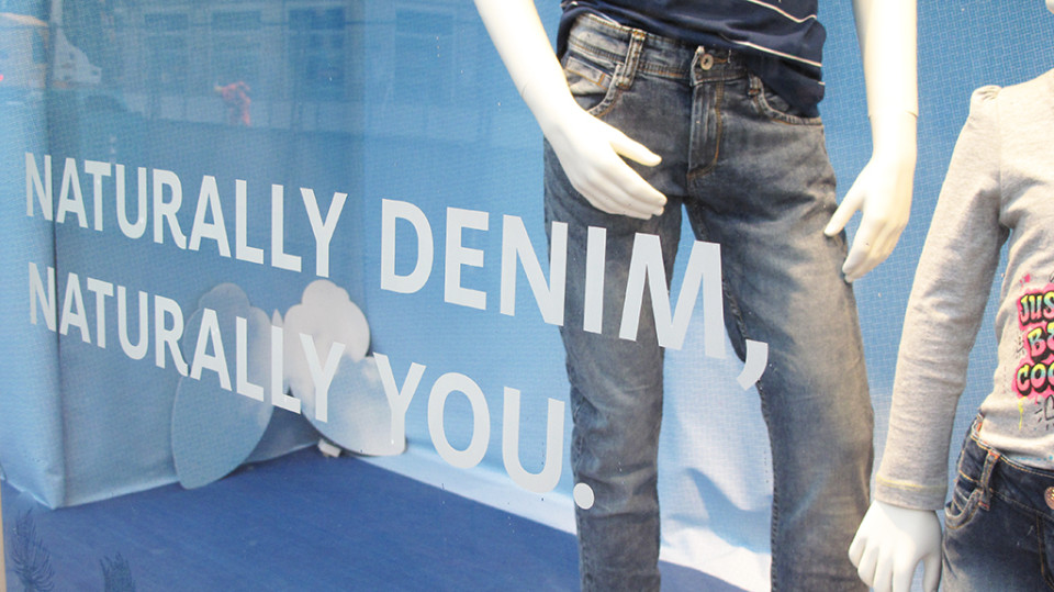 best-window-displays_C&A_2014_spring_clockhouse-denim_15