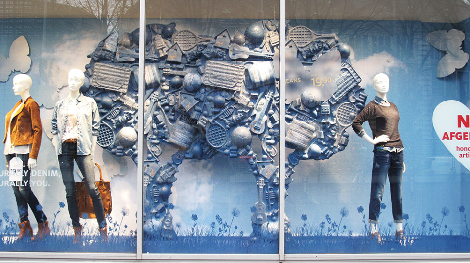 best-window-displays_C&A_2014_spring_clockhouse-denim_18