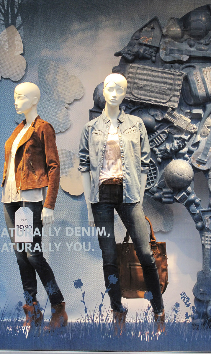 best-window-displays_C&A_2014_spring_clockhouse-denim_22