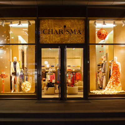CHARISMA FG Spring Window Display by ARTLEVEL design studio