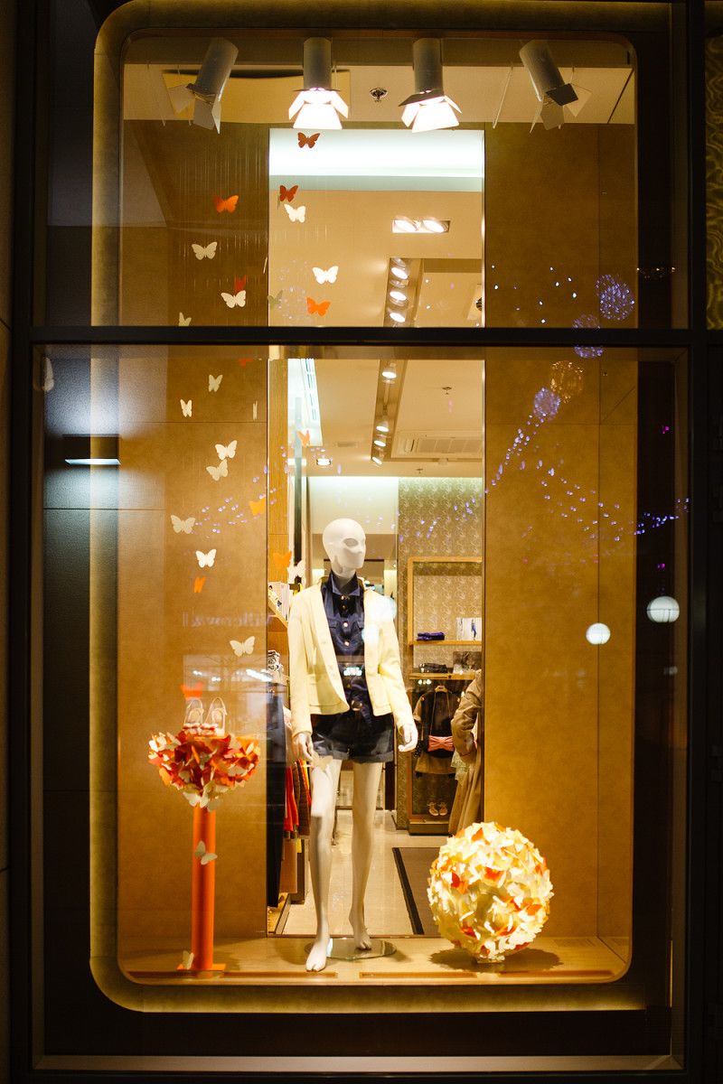 Charisma fg spring window display by artlevel design for Show window designs